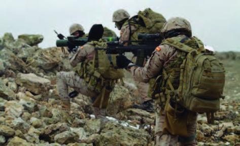 Los equipos operativos del MOE practicaron todo tipo de reacciones armadas, tanto a pie como en vehículo (con los Lince, que son los que tendrán para moverse en Iraq), que les sirvieron para reforzar la instrucción de tiro con fuego real, a nivel individual y con armas colectivas — con los lanzagranadas LAG 40 y C-90, el mortero de comando de 60 mm y la ametralladora de 12,70 mm—, simulando roturas de contacto, incidentes green on blue, acciones de combate en población, patrullas y supuestos de comunicaciones con enlaces vía satélite y con la radio HF.