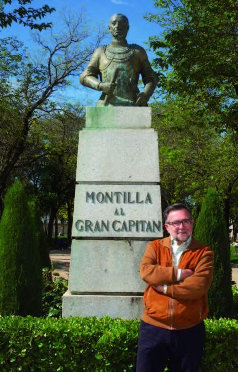 Nacido en Cabra (Córdoba) en 1951, José Calvo Poyato es catedrático de Historia y doctor en Historia Moderna por la Universidad de Granada