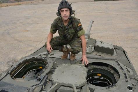 El soldado Francisco Cerezo salva la vida a una niña en Córdoba