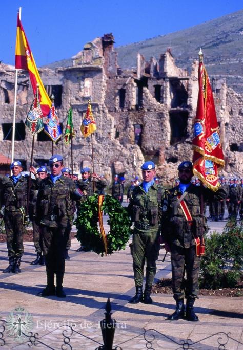 Homenaje a nuestros caidos en la plaza mayor de Mostar