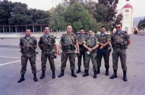 De izquierda a derecha: sargento Mendoza, teniente Aguado, comandante Torres, sargento 1º Mantecón, sargento 1º Abad, sargento Delgado y sargento Terry