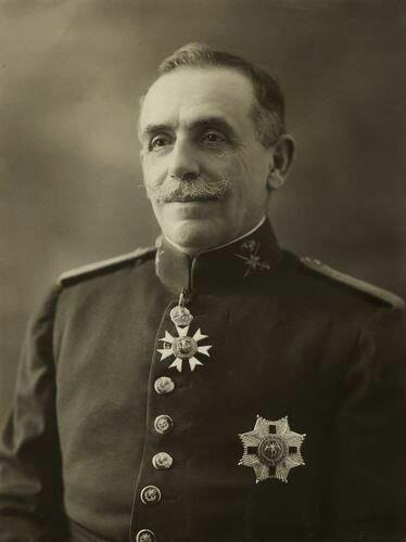 JOSÉ VILLALBA RIQUELME CON EL COLLAR CONCEDIDOPOR S. M. BRITANICA DE LA ORDEN DE SAN JORGE